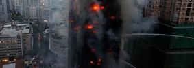Firefighters-spray-water--006