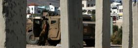 Israeli-soldier-behind-ce-006