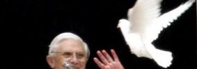 Benedetto-XVI-e-colomba