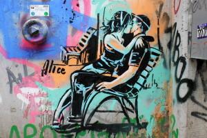 Alice_Pasquini_Bench_Kiss_Kotti_Street_Art_Berlin__9521-2